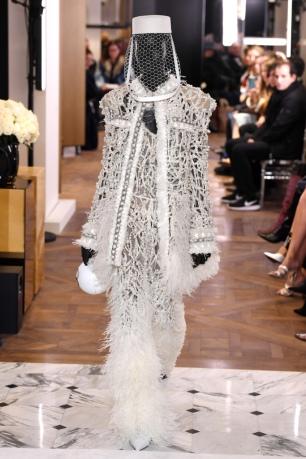 https://wwd.com/fashion-news/shows-reviews/gallery/balmain-couture-spring-1202986497/#!21/balmain-couture-spring-2019-20
